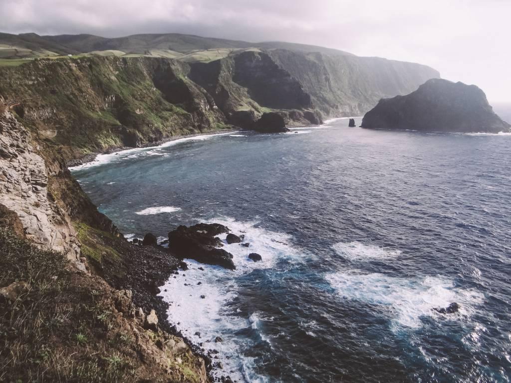 Wunderschöne Küste auf der Azoren Insel Flores