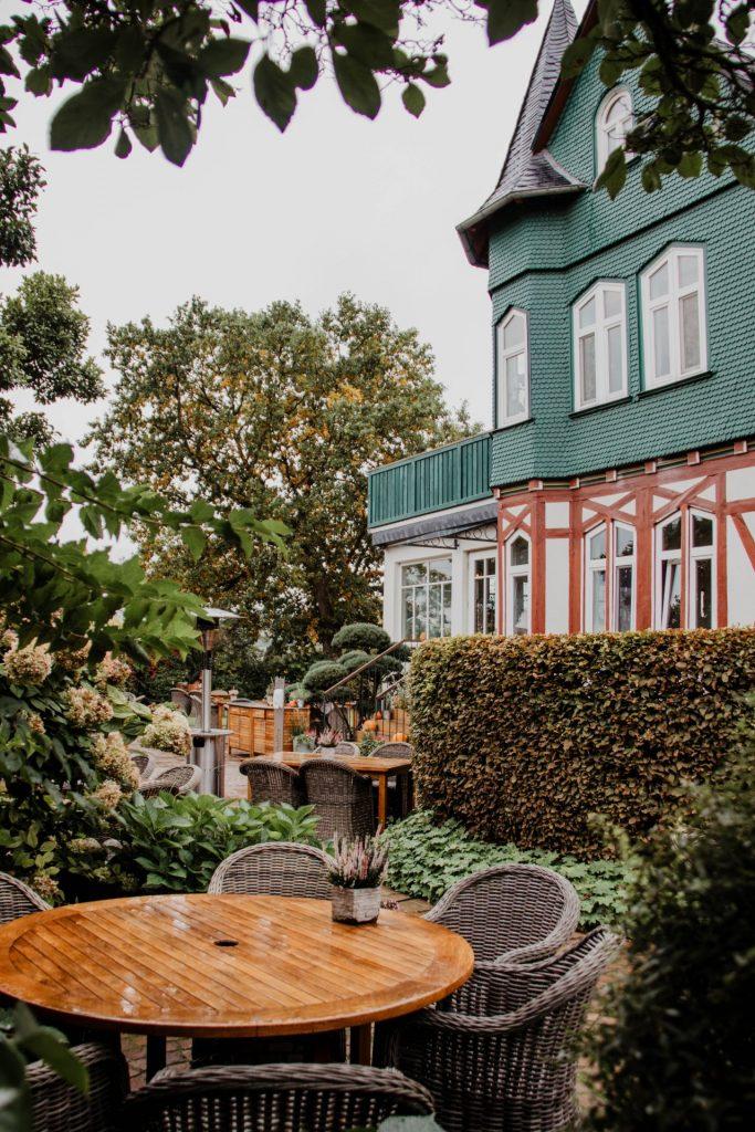 Das zauberhafte Restaurant Waldschlösschen in Dagobertshausen strahlt schon von Außen Gemütlichkeit aus...