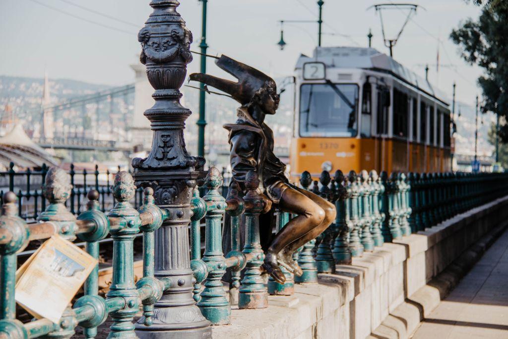 Straßenbahn und Kunst in Budapest